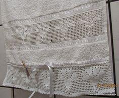 Toalha de Rosto com Bordado Crivo e Barrado em Crochê com Cravo