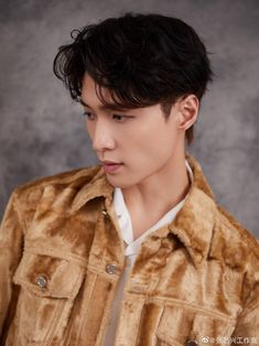 """Zhang Yixing born October 1991 """"known professionally as Lay Zhang or simply Lay (Korean: 레이), is a Chinese singer-songwriter, music producer, dancer, and actor. Lay Exo, Exo Kai, Chanyeol, We Heart It, Yixing Exo, Kim Minseok, Xiuchen, Fandom, Exo Ot12"""