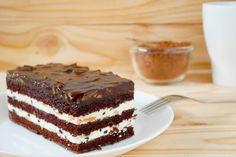 Olcsó és finom csokis-tejfölös süti - Imádni való finomság a legegyszerűbben - Recept | Femina