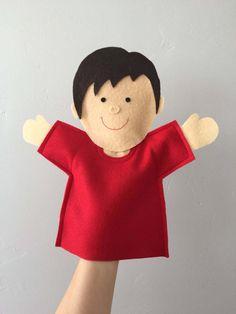 Joy Boy es un divertido títere utilizado en la enseñanza de la escuela de la alegría. Él viene a la escuela de la alegría más días y susurros en el oído de la maestra para ayudar a enseñar parte de la lección del día. Se trata de una manera divertida y lúdica para interactuar con los