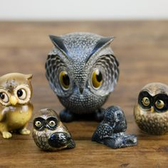 owl figurines: Cute owl figurines in varying sizes.