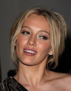 hilary duff brunette makeup how to | http://www.hollywoodtuna.com/images2...eeza_2_big.jpg