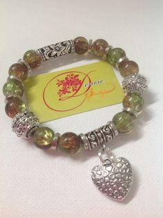 photo (101) pulsera en bolitas de cristal color marble y con corazón plateado.