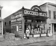 "Washington, D."" Exterior of the grocery seen here. National Photo Co Old General Stores, Old Country Stores, Old Pictures, Old Photos, Vintage Pictures, Vintage Images, Poster Harry Potter, Comic Cat, Wells"