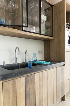 40 ideas for wall glass kitchen cabinets Home Kitchens, Rustic Kitchen, Kitchen Design, Kitchen Inspirations, Modern Kitchen, Kitchen Interior, Kitchen Style, Glass Kitchen Cabinets, Kitchen Cabinets