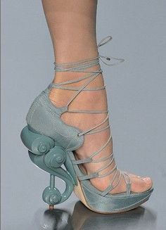 Christian Dior blue heels with wave pumps. Funky Shoes, Crazy Shoes, Cute Shoes, Me Too Shoes, Weird Shoes, Awesome Shoes, Pretty Shoes, Dior Shoes, Women's Shoes