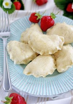 Pierogies with Strawberries - Vareniki are staple food holds a great sentimental value in the common Slavic culture. They often connects people to nostalgic and tender memories and feelings of childhood Strawberry Filling, Strawberry Recipes, Pierogi Filling, Polish Recipes, Polish Food, Korean Street Food, Korean Food, Sweet Dumplings, Pierogi Recipe