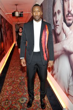 Mahershala Ali : Dior Homme Suit Featuring a Flame Embroidery Detail on the Jacket from the Fall 2016 Collection. Mahershala Ali, W Magazine, Handsome Black Men, Renaissance Men, Classic Man, Well Dressed Men, Celebs, Celebrities, Good Looking Men