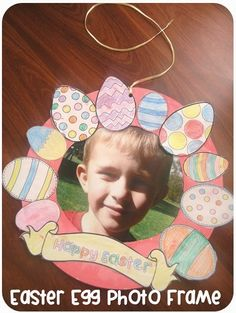 Easter Egg Wreath and Photo Frame with free egg printables. Clever Classroom blog