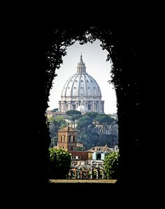St Peter s Basilica viewed from through the keyhole of the Villa Magistrale dei Cavalieri di Malta Rome Italy. Image shot 2007. Exact date unknown.