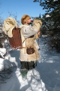 lunacylover: Winter medieval expedition in Pogórze Przemyskie, February 2012 [x]. Viking Costume, Medieval Costume, Viking Life, Medieval Life, Medieval Clothing, Historical Clothing, Real Vikings, Larp Armor, Willow Weaving