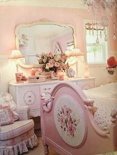 Beautiful pink shabby chic bedroom for K – ideasforho.me/… Beautiful pink shabby chic bedroom for K – ideasforho. Shabby Chic Français, Shabby Chic Zimmer, Muebles Shabby Chic, Shabby Chic Interiors, Shabby Chic Kitchen, Shabby Cottage, Shabby Chic Homes, Shabby Chic Furniture, Cottage Chic