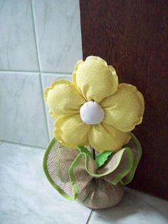 Peso de porta flor de tecido para enfeitar seu ambiente.Confeccionado com juta e tecido 100% algodão.