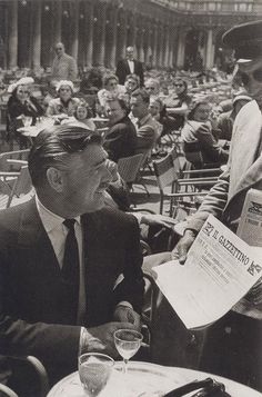 Clark Gable at the Caffè Florian a Venezia San Marco - Italy Clark Gable, Golden Age Of Hollywood, Vintage Hollywood, Hollywood Icons, Hollywood Glamour, Lyon, Journal Photo, William Clark, In Loco