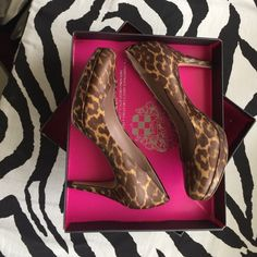 Host Pick ! Vince Camuto leopard pumps Very comfortable and versatile Vince Camuto Shoes Heels