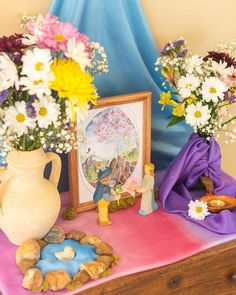 Waldorf Kindergarten, Nature Table, Spring Bouquet, Fairy Dress, Nature Crafts, Streamers, Seasons, Table Decorations, Waldorf Education