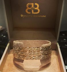 Dimonds, Jewels, Jewellery, Embroidery, Couture, Clothes For Women, Bracelets, Fashion, Gold Wedding Rings
