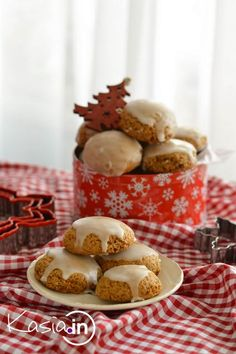 Pierniczki świąteczne, miękkie i szybkie - Kasia.in Gingerbread Cookies, Christmas Cookies, Food Cakes, Ale, Cake Recipes, Yummy Food, Baking, Breakfast, Winter