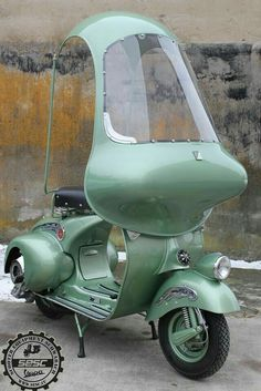 Vespa with weather cover Scooter Motorcycle, E Scooter, Scooter Girl, Vespa Scooters, Triumph Motorcycles, Vintage Motorcycles, Chopper, Ducati, Vespa Vintage