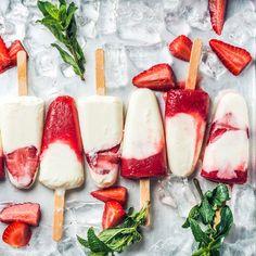 Low Carb Erdbeer-Joghurt-Eis am Stiel | repinned by @hosenschnecke♡