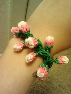 Check out this item in my Etsy shop https://www.etsy.com/listing/200176438/monster-tail-rose-bud-rubber-band