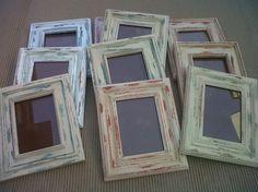 Un proceso muy fácil en tres pasos sobre cómo restaurar marcos de fotos para un efecto decapado de colores. Frame Wall Decor, Frames On Wall, Frame It, Chalk Paint, Picture Frames, Decoupage, Shabby Chic, Handmade, Crafts