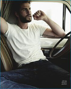 The star of Independence Day: Resurgence, Liam Hemsworth is the latest cover star of GQ Australia. The 26 year-old actor links up with photographer Todd Barry for the accompanying photo shoot. Embracing a casual, everyday Liam Hemsworth, Hemsworth Brothers, Nina Dobrev, Gq Australia, Z Cam, Male Fashion Trends, Men's Fashion, Hottest Male Celebrities, Most Handsome Men