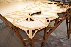 Table en bois design Captain's world is law