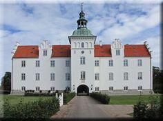 Meilgaard , Djurs, Jylland - Meilgaard er en gammel hovedgård, som nævnes første gang i 1345. Gården ligger i Glesborg Sogn i Norddjurs Kommune. Hovedbygningen er opført i 1573, men er tilbygget i 1888-1891 med en etage mere. Bygningen blev 26. februar 2003 raseret af en brand, men er genopført i 2004-2006.