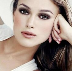 Understated Smokey Eye Make-up that is great for day wear as well as night Smoky Eye Makeup, Cat Eye Makeup, Eye Makeup Tips, Makeup Ideas, Makeup Eyebrows, Makeup Trends, Makeup Pics, Diy Makeup, Beauty Trends