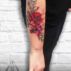 Para quem você dedica essas flores cheias de vida? Tatuagem feita por @lilke ❤️