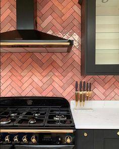 Beautiful kitchen backsplash by using our tile Artisan Rose Mallow. Kitchen Interior, Kitchen Decor, Kitchen Design, Space Kitchen, Interior Modern, Diy Kitchen, Kitchen Island, Shaker Kitchen Cabinets, Kitchen Backsplash