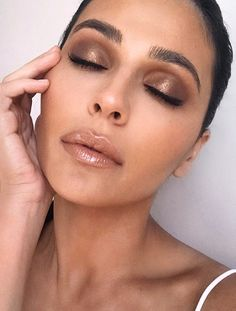Brown wet eyeshadow makeup look #makeup
