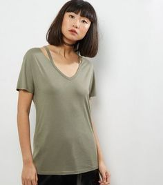 """Stock up on essentials this season with this short sleeve tee. Pair with a coated skirt and boots to complement.- V neckline- Simple short sleeves- Cut out neck detail- Casual fit that is true to size- Grace is 5'10.5""""/179cm and wears UK 10/EU 38/US 6"""