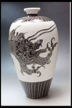 ■■ 中国美術品 磁州窯 白地鉄絵龍文瓶 高さ27.5cm ■■ _画像1