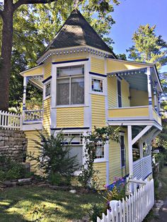 Queen Anne cottage build in the late Eureka Springs, AR. Eureka Springs Arkansas, Yellow Houses, Victorian Architecture, Old Houses, Tiny Houses, Queen Anne, Victorian Homes, Ideal Home, Home Art