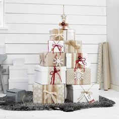 Love these Christmas gift wrapping designs—papers, snowflakes, twine & ribbons, flowers, stickers, & gift tags—so many possibilities with these basic materials❣ Nice twine dispenser (can on bottom left).