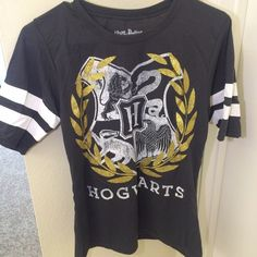 Harry Potter Hufflepuff Shirt Harry Potter Hufflepuff baseball tee W/sparkles Hot Topic Tops Tees - Short Sleeve