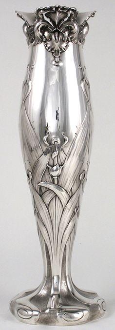 Theodore B. Starr Sterling Art Nouveau Vase, c. this art nouveau vase. Belle Epoque, Jugendstil Design, Bijoux Design, Zinn, Deco Originale, Art Nouveau Design, Design Art, Design Ideas, Interior Design