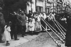 The visit of King Ferdinand and Queen Maria Câmpeni, May 28, 1919; alongside girls who played the horn.