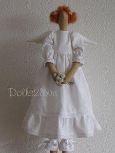 Tilda angel Maya wearing a white dress made from door Dolls2love