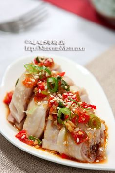 【Chinese Boiled Chicken with Hot Pepper Relish】 By MaomaoMom This is a traditional Chinese dish of boiled chicken with a twist of homemade hot pepper relish sauce. Chinese Home Cooking Recipes, Asian Cooking, Asian Recipes, Chinese Recipes, Hot Pepper Relish, Healthy Chinese, Chinese Food, Asian Appetizers, Boiled Chicken