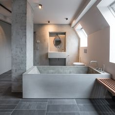 Interior:Chic Textured Bathroom Design With Glass Windows And Wooden Floating Bench With White Bathtub And Floor Tile Stunning Home Interior. Brick Bathroom, Bathroom Taps, Grey Bathrooms, Bathroom Interior, Modern Bathroom, Loft Bathroom, Design Bathroom, Beton Design, Bad Inspiration