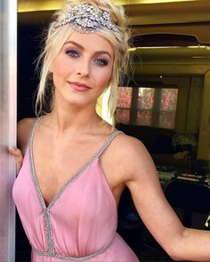 The Fappening Julianne Hough Sexy Photos. Julianne Hough is a 29 year old American dancer, choreographer, singer and actress. Julianne Hough Hot, Julianna Hough, Celebrity Makeup Looks, Up Girl, Gorgeous Women, Beautiful, Pretty In Pink, My Hair, Hair Makeup