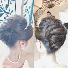 王道夜会巻きにアレンジとルーズさを加えて大人可愛く #hawaii#hairmake#hairarrange#makeup#hawaiihairmake#weddingphoto#photoshooting#TheTerraceByTheSea#53ByTheSea#TAKAMIBRIDAL#テラスバイザシー#タカミブライダル#ハワイウェディング#ハワイヘアメイク#ウェディング#ヘアメイク#ヘアスタイル#ヘアセット#ヘアアレンジ#花嫁#プレ花嫁#オシャレ花嫁#ウェディングドレス#美容師#夜会巻き#ルーズアレンジ Wedding Beauty, Wedding Makeup, Wedding Bride, Indian Hairstyles, Wedding Hairstyles, Cool Hairstyles, French Roll Hairstyle, Up Styles, Hair Styles