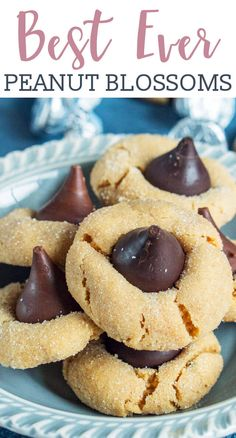 Calling all chocolate peanut butter lovers! This classic Peanut Butter Blossoms cookie recipe is one you'll need in your recipe box. These cookies stay soft and freeze well. via treats Peanut Butter Blossoms Cookie Recipe {They Freeze Well and Stay Soft! Peanut Butter Blossom Cookies, Chocolate Peanut Butter Cookies, Chocolate Chips, Sugar Cookies, Peanut Butter Thumbprint Cookies, Peanut Blossoms, Classic Peanut Butter Cookies, Peanut Butter Cookie Recipe, Baby Cookies