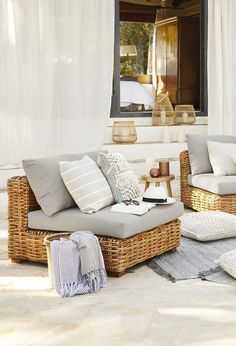 MARITIME VIBES – Aquatones & Strandgut conjure up a holiday feeling! The beach house look is reminiscent of beach walks, sand between your toes and … - New Deko Sites Outdoor Lounge, Interior Styling, Interior Decorating, Interior Design, Beach House Style, Inside Design, Home Living, Home Furnishings, Home Furniture