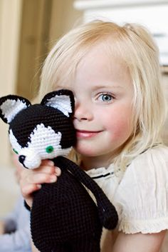 ༺༺༺♥Elles♥Heart♥Loves♥༺༺༺ ........♥Crochet Amigurumi♥........ #Amigurumi #Patterns #Crochet #Softies #Childrens #Toys #Handmade #Teddy #Doll #Tutorial #Patterns #Collectable~ ♥Bad Monkey Designs A skunk