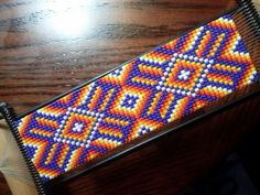 Bead loom project - MacGyver a loom to make a couture cuff? Bead Loom Patterns, Peyote Patterns, Beading Patterns, Cross Stitch Patterns, Native Beadwork, Native American Beadwork, Beaded Hat Bands, Tear, Loom Bracelets