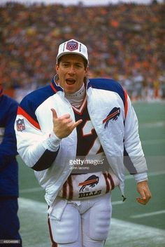 Buffalo Bills Logo, Buffalo Bills Football, Nfl Football, Football Players, Funny Football Memes, Nfl Hall Of Fame, Jim Kelly, Nfl Detroit Lions, American Football League